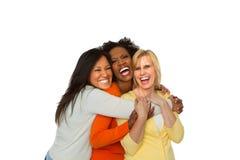 Sprechende und lachende Freunde Lizenzfreie Stockfotos