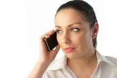 Sprechentelefon der attraktiven jungen Geschäftsfrau stockbilder