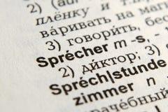 Sprecher -在德语字典的报告人词 免版税图库摄影