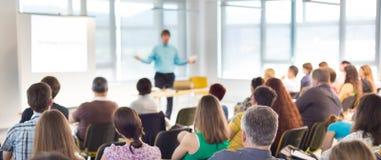 Sprecher an der Geschäfts-Versammlung und der Darstellung Lizenzfreies Stockbild