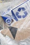 Spreco nella plastica della borsa e nel simbolo di riciclaggio Fotografie Stock