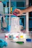 Spreco scientifico in laboratorio moderno immagine stock