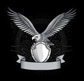 Spred Winge Eagle avec des griffes sur le bouclier Image libre de droits