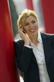 Spreken-bij-de-mobiel Royalty-vrije Stock Afbeeldingen