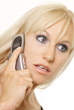 Sprekende blonde vrouw Stock Fotografie