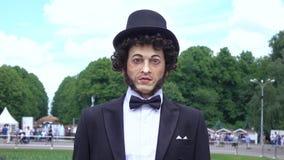 Sprekende robot van Pushkin stock video