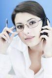 Sprekende zaken aan de telefoon Royalty-vrije Stock Fotografie