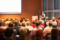 Spreker bij Bedrijfsconferentie en Presentatie Royalty-vrije Stock Foto