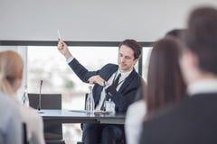Spreker bij presentatie aan publiek Stock Foto