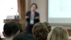 Sprekerspresentatie op de conferentie stock videobeelden