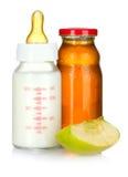 Spremuta, bottiglia di bambino e mela Fotografie Stock Libere da Diritti