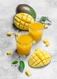 Spremuta del mango in vetro fotografia stock