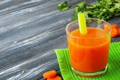 Spremuta di carota fresca Immagine Stock