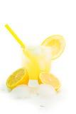 Spremuta di limone naturale fresca con ghiaccio e vetro Fotografia Stock Libera da Diritti