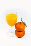 Spremuta e due frutta del mandarino Fotografia Stock