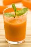 Spremuta e menta di carota fresche Immagine Stock Libera da Diritti