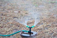 Sprenger der automatischen Bewässerung stockfoto