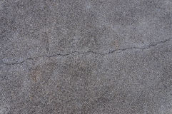 Spricka av asfaltvägen, texturbakgrund Royaltyfri Fotografi