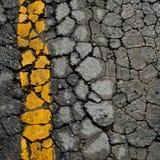 Spricka för asfaltväg Arkivfoto