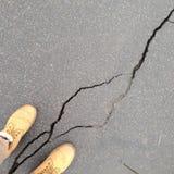 Spricka i asfalt Arkivbilder