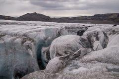 Spricka i den Solheimajokull glaciären, Island royaltyfria foton