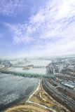 Spricka på en isyttersida av den djupfrysta Han River bästa sikten i wint Royaltyfria Foton