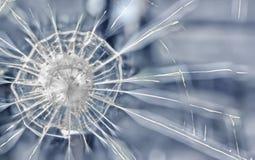Sprickor i ett armerat exponeringsglas Arkivfoton