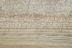 Sprickor i jorden torka arkivfoton