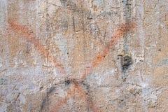 Sprickor och skrapor på väggen Royaltyfria Bilder
