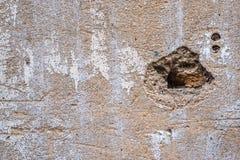 Sprickor och skrapor på väggen Fotografering för Bildbyråer