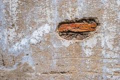 Sprickor och skrapor på väggen Royaltyfria Foton