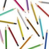 Spridda blyertspennor på vit bakgrund Royaltyfria Bilder