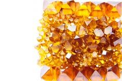 Spridda gula Monocrystalsyntetmaterialdiamanter Royaltyfri Fotografi