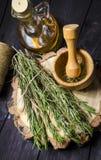 Sprigs розмаринового масла стоковая фотография rf
