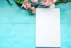 Spring background layout on a blue wooden background with flowers blackboard Royalty Free Stock Photography