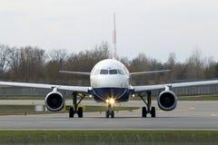 Spring för flygplan för British Airways flygbuss A320-200 A320-200 på landningsbanan Royaltyfri Foto