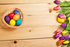 Spring Flowers bunch and easter eggs at wood floor texture. Beau Royalty Free Stock Image