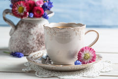 Spring flowers and coffee Royalty Free Stock Images