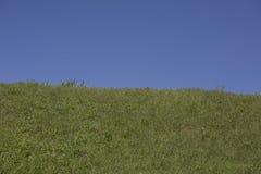 Spring Hill e cielo luminosi Fotografia Stock Libera da Diritti
