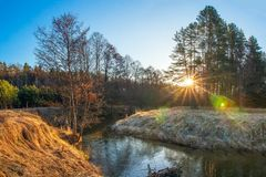 Free Spring River On Morning Sunrise. Scenic River Landscape With Bright Sun Royalty Free Stock Photos - 144200468