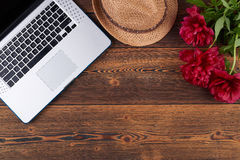 Spring Summer Set With Laptop, Straw Fedora Hat And Red Flowers Royalty Free Stock Images