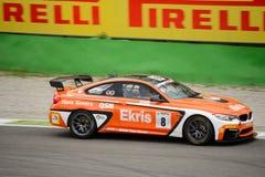 Springa för Ekris BMW M4 GT4 bil på Monza arkivfoton