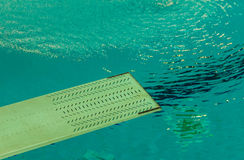 A springboard to dive into the pool Royalty Free Stock Photos