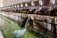 Springbrunn av 99 cannellen för utloppsrörFontana delle 99, L Aquila Royaltyfri Foto