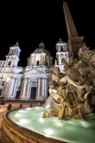 Springbrunn av de fyra floderna, SantAgnese i Agone Piazza Navona Arkivbilder