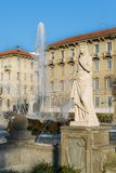 Springbrunn av den Fontana för fyra säsonger dellen Quattro Stagioni i piazza Giulio Cesare, Milan, Italien Arkivbilder