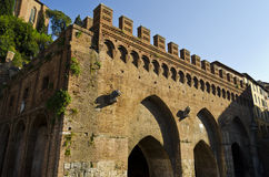 Springbrunn av Fontebranda i Siena - Italien Fotografering för Bildbyråer