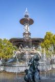 Springbrunn av kontinenterna Fuente de los Continentes på general San Martin Park - Mendoza, Argentina royaltyfria foton