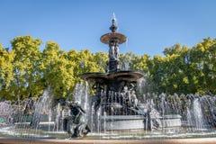 Springbrunn av kontinenterna Fuente de los Continentes på general San Martin Park - Mendoza, Argentina arkivfoto