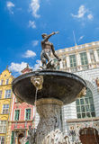 Springbrunn av Neptun i gammal stad av Gdansk i Polen Arkivbild